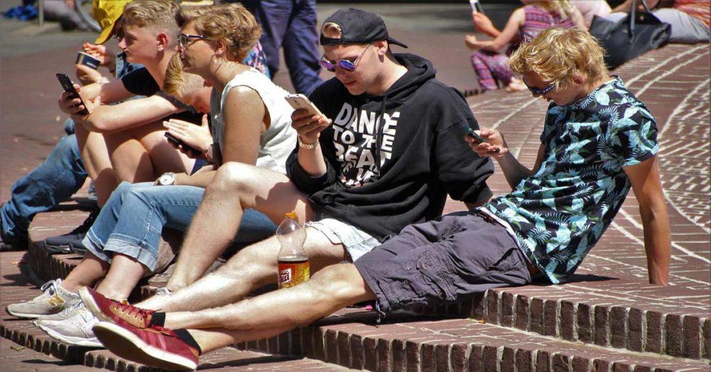 I ragazzi e gli smartphone: come arginare la dipendenza